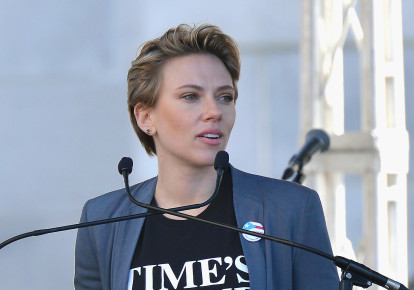 Jewish actresses Scarlett Johansson at the 2018 Women's March Los Angeles at Pershing Square on Jan. 20, 2018. (photo credit: CHELSEA GUGLIELMINO / GETTY IMAGES NORTH AMERICA / AFP)