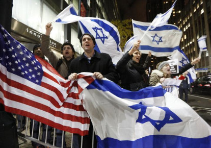People hold U.S. and Israel flags as they chant during a Pro-Israel rally outside the Israeli consulate in New York November 19, 2012. (photo credit: BRENDAN MCDERMID/REUTERS)