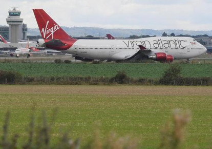 A Virgin Atlantic passenger aircraft prepares for take off from Gatwick Airport in southern England, Britain, October 9, 2016. REUTERS/Toby Melville (photo credit: REUTERS/TOBY MELVILLE)