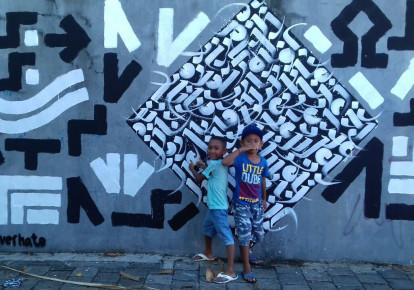 Children stand in front of an Artists for Israel mural in Indonesia (Craig Dershowitz) (photo credit: CRAIG DERSHOWITZ)