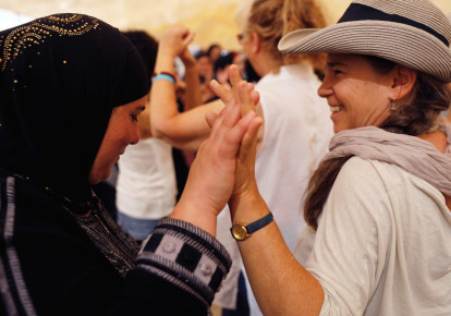 A Palestinian woman and an Israeli woman together (photo credit: RONEN ZVULUN / REUTERS)