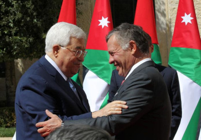 Jordan's King Abdullah meets Palestinian president Mahmoud Abbas at the Royal Palace in Amman, Jordan March 12, 2018.  (photo credit: REUTERS/MOHAMMAD ABU GHOSH/POOL)