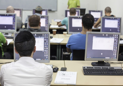 An ultra-Orthodox Jewish man attends a computer course at a technical college in Jerusalem October 16, 2013. (photo credit: REUTERS/BAZ RATNER)