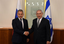 Israeli Prime Minister Netanyahu meets with Russian Minister of Defense Sergey Shoigu.