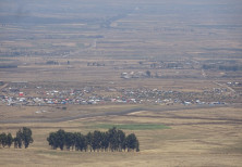 Mount Peres on the Syria border with the Golan showing Syrian IDPs crowded near Al-Rafid on the ceas