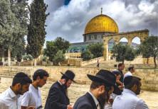 Orthodox Jews on the Temple Mount