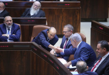 Bennett and Netanyahu shake hands in Knesset