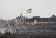 Palestinians riots along the Gaza border fence near Khan Younis on June 8th, 2018