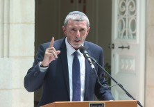 Newly appointed Education Minister Rafi Peretz speaks during the handover ceremony at the ministry i