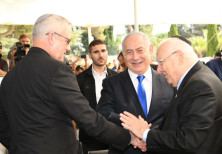 Pres. Reuven Rivlin has PM Benjamin Netanyahu and Blue and White leader Benny Gantz shake hands