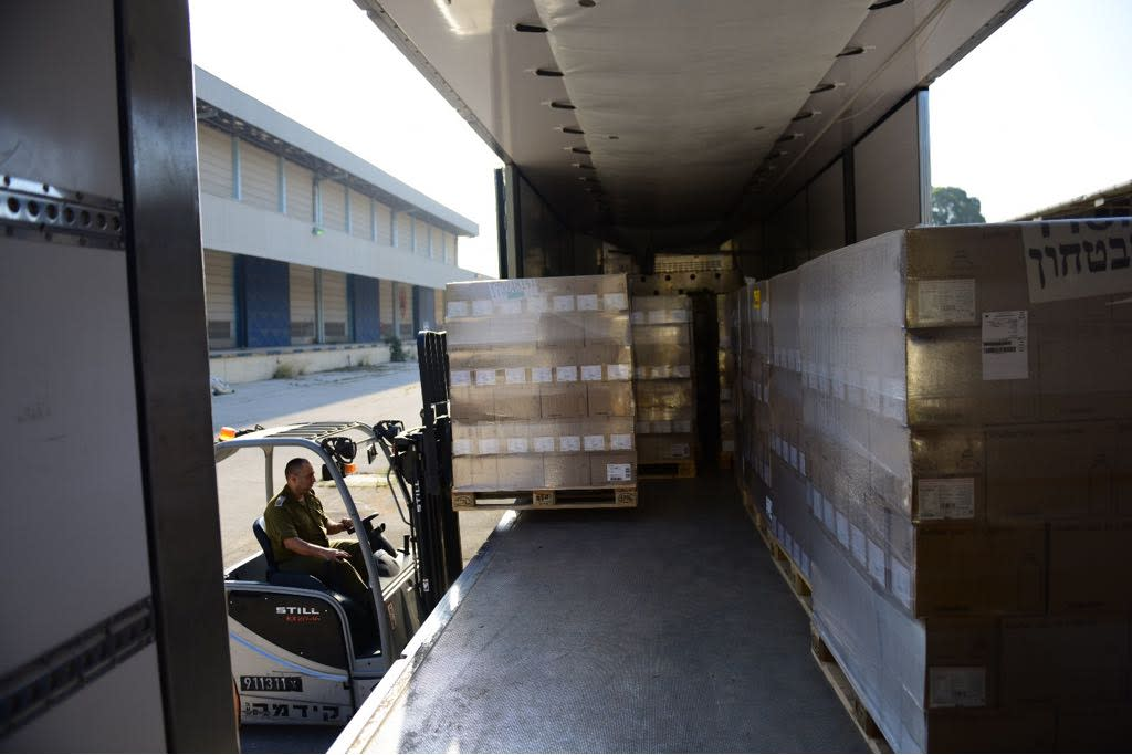 A truck carrying medical equipment supplied to the Gaza Strip by the IDF, May 15, 2018 (IDF Spokesperson's Unit)