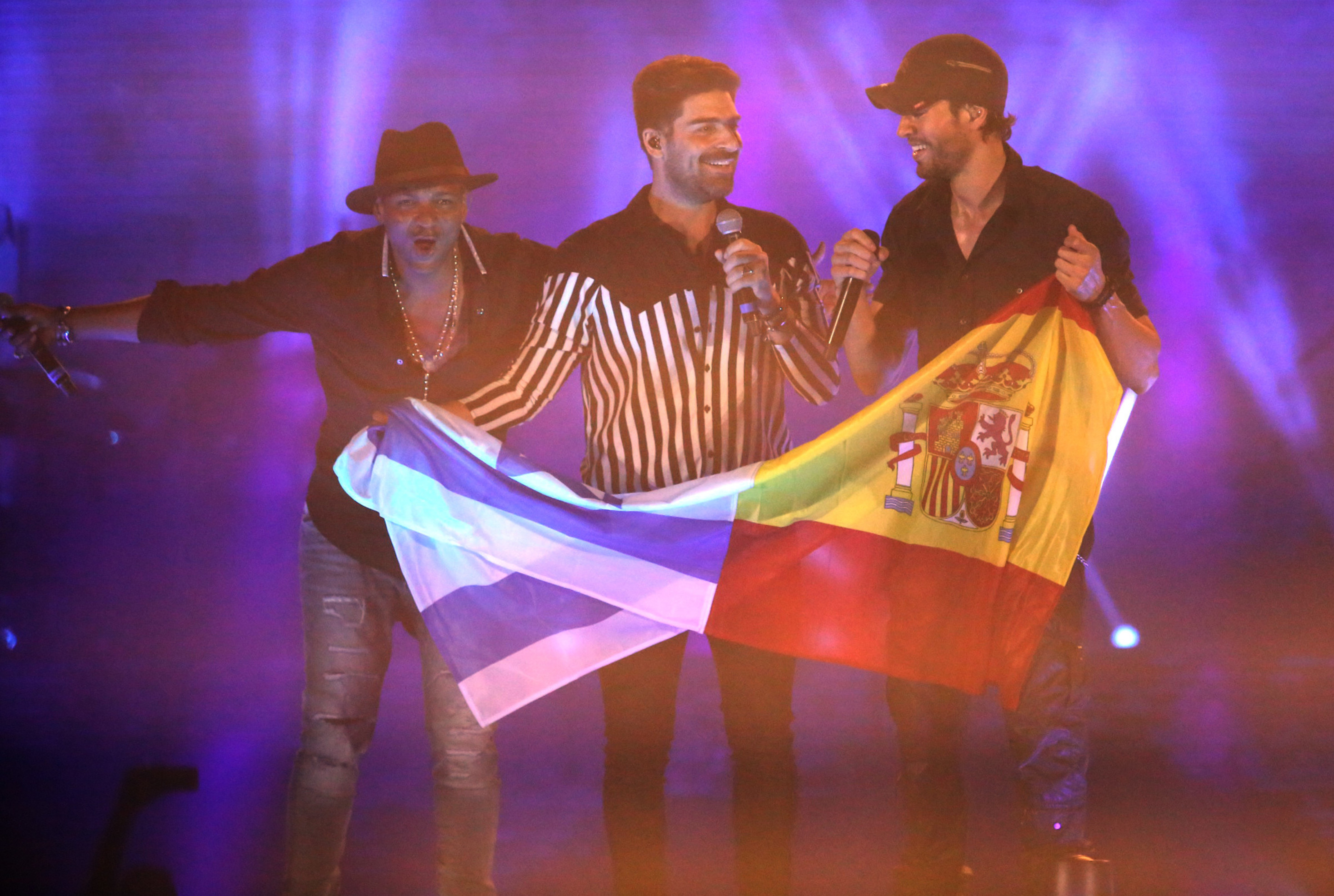 Enrique Iglesias is interested in not only girls, but also guys 06/21/2011 38