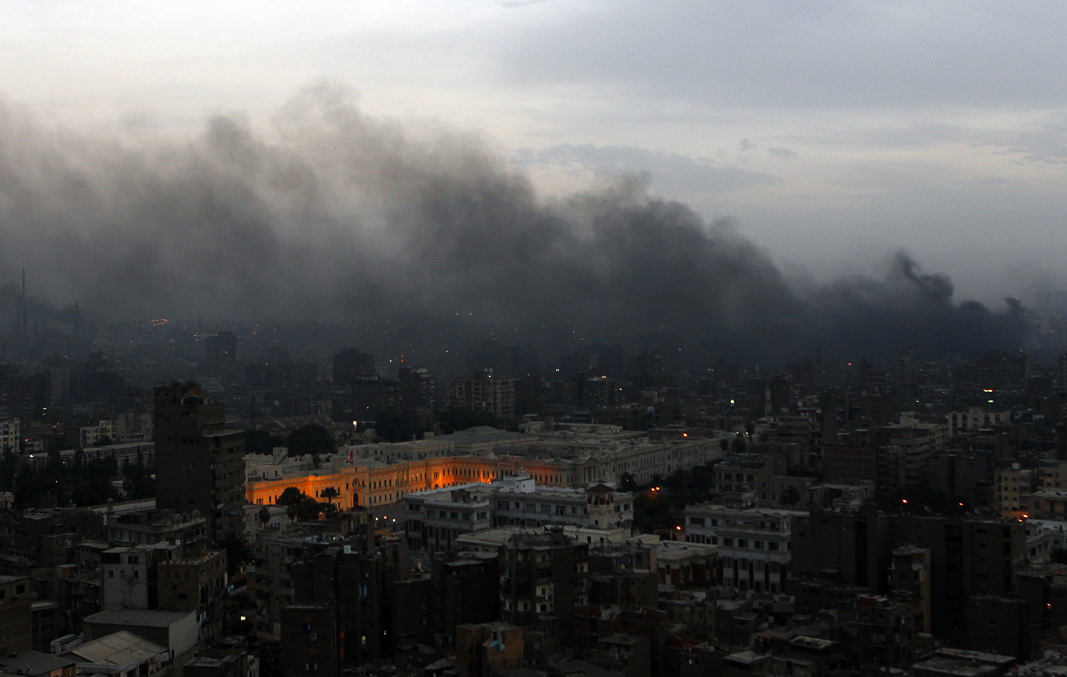Smoke billows over Cairo following clashes between protesters and police January 28, 2011 (Reuters)