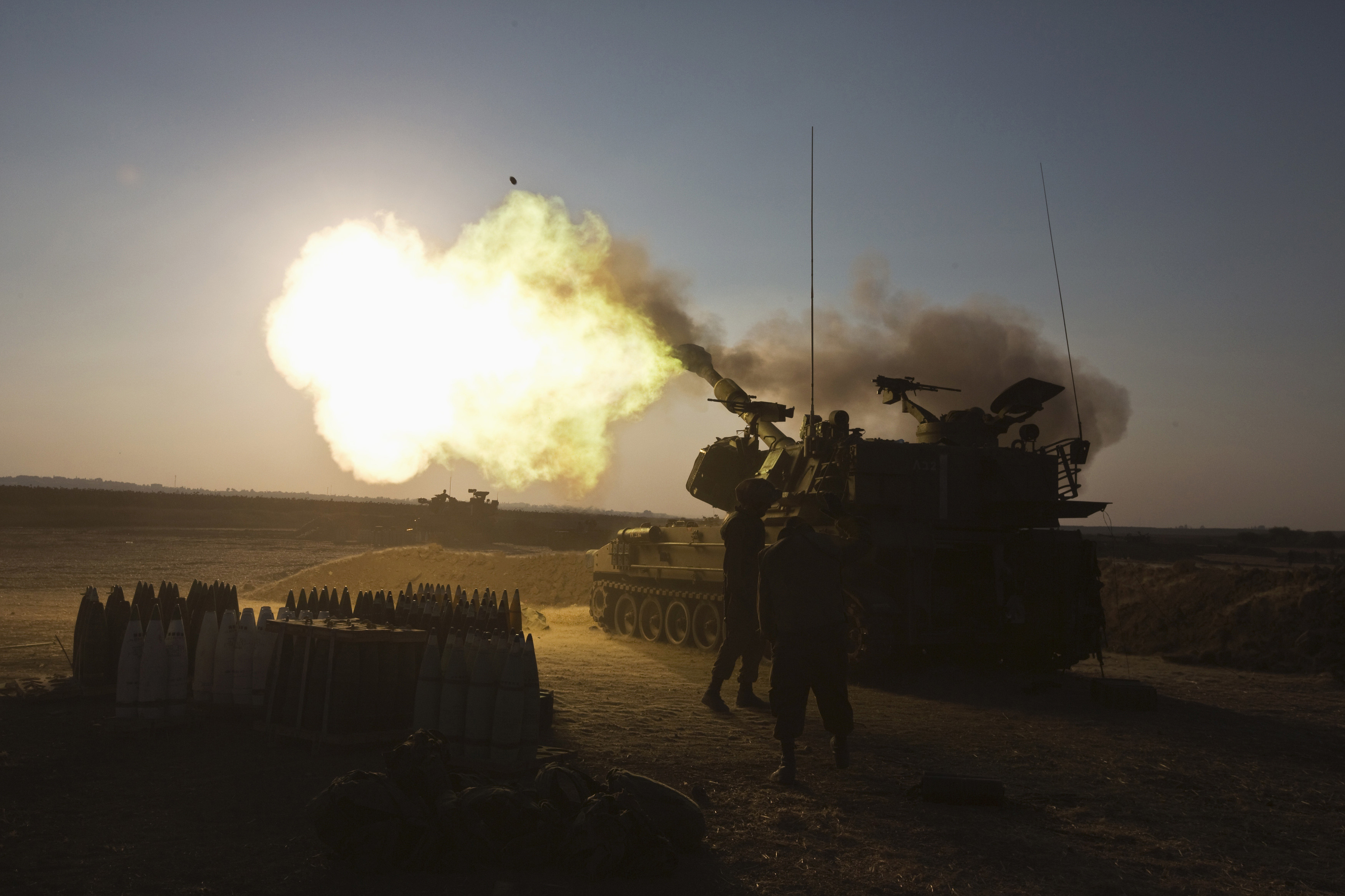 An Israeli mobile artillery unit fires towards the Gaza Strip July 21, 2014 (Reuters/Nir Elias)