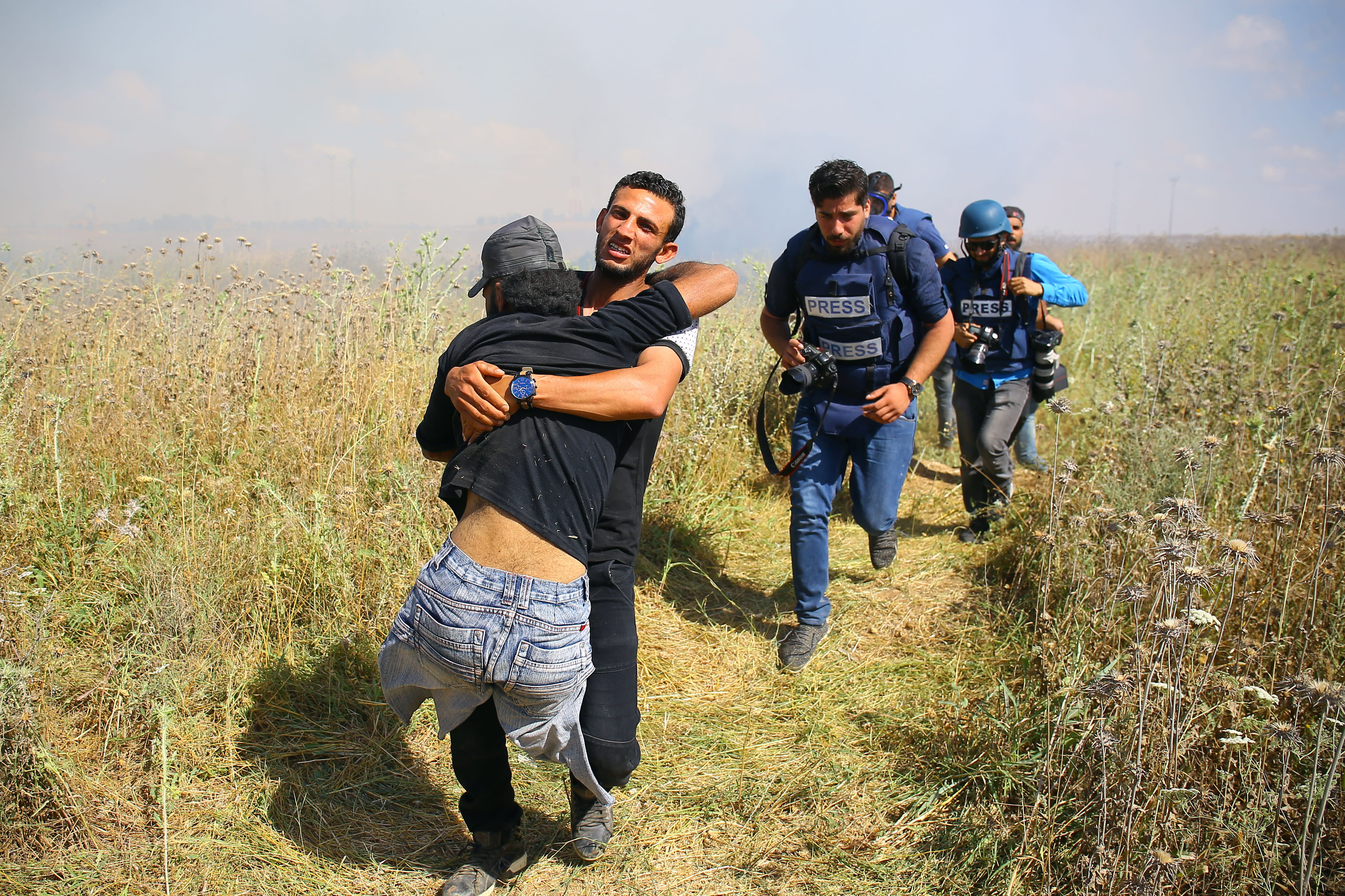 Palestinian demonstrator Ibrahim Abu Thurayeh is carried during clashes with Israeli soldiers following a protest near the border fence east of Gaza City, December 15, 2017. (AFP Photo)