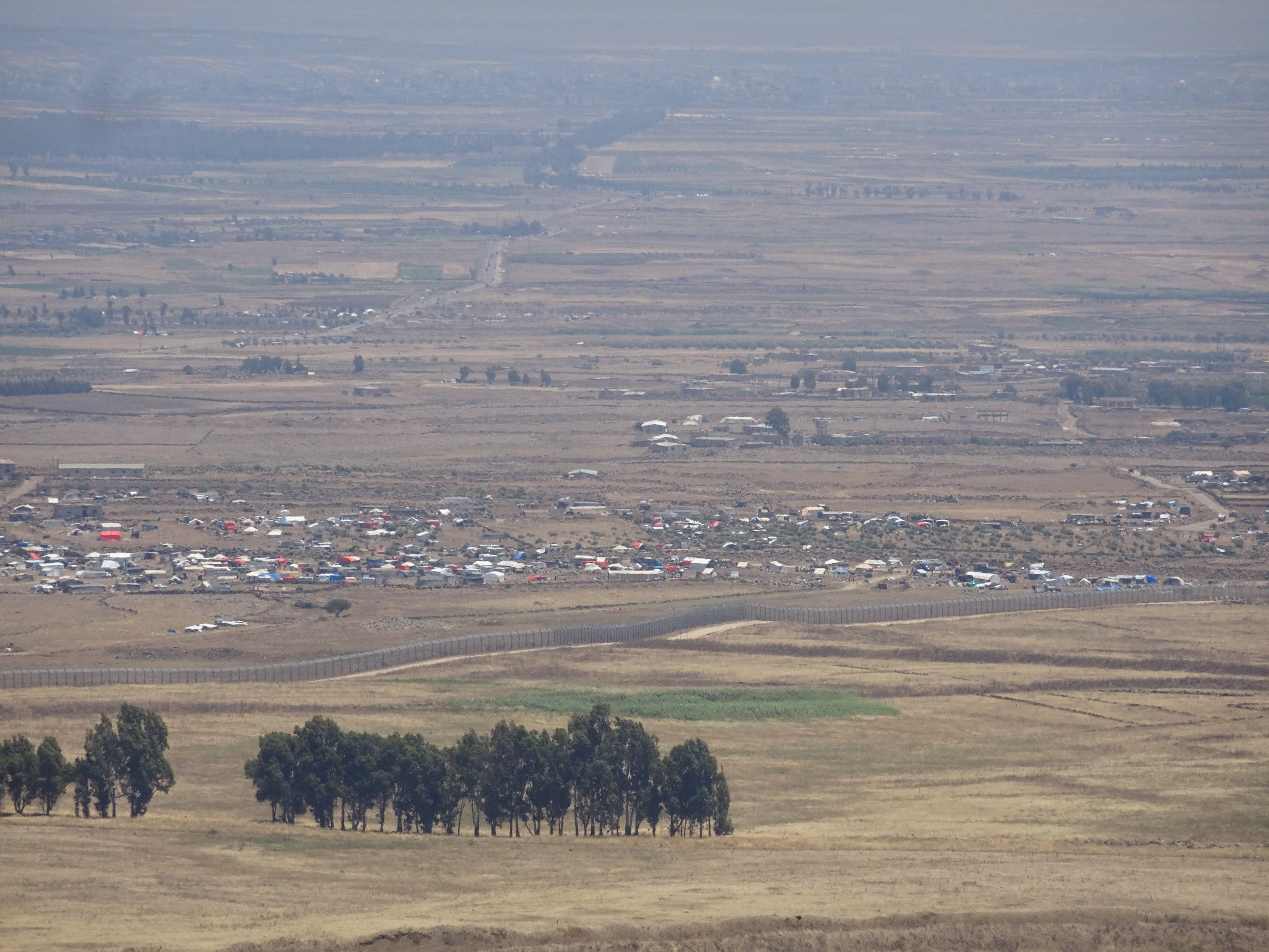 A view from Mount Peres on the Syria border with the Golan Heights showing Syrian IDPs crowded near Al-Rafid on the ceasefire line, June 30, 2018 (Seth J. Frantzman)
