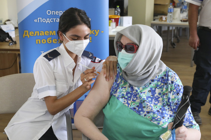 Third vaccine doses being administered at the Amigdor Retirement Residence by Magen David Adom (MDA), Jerusalem, August 5, 2021.MARC ISRAEL SELLEM