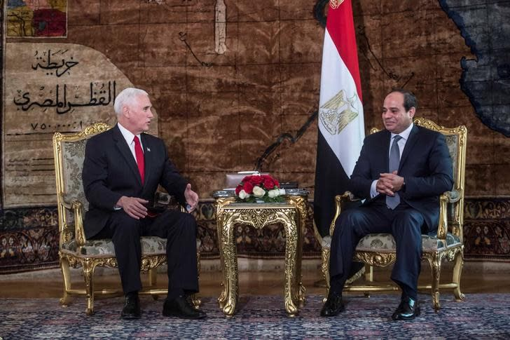 Egyptian President Abdel Fattah al-Sisi meets with with US Vice President Mike Pence at the Presidential Palace in Cairo, Egypt January 20, 2018 (REUTERS/KHALED DESOUKI/POOL)