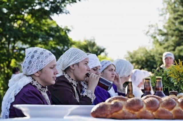 Women participating in the Jewish wedding in Radzanow. (credit: JONNY DANIELS)