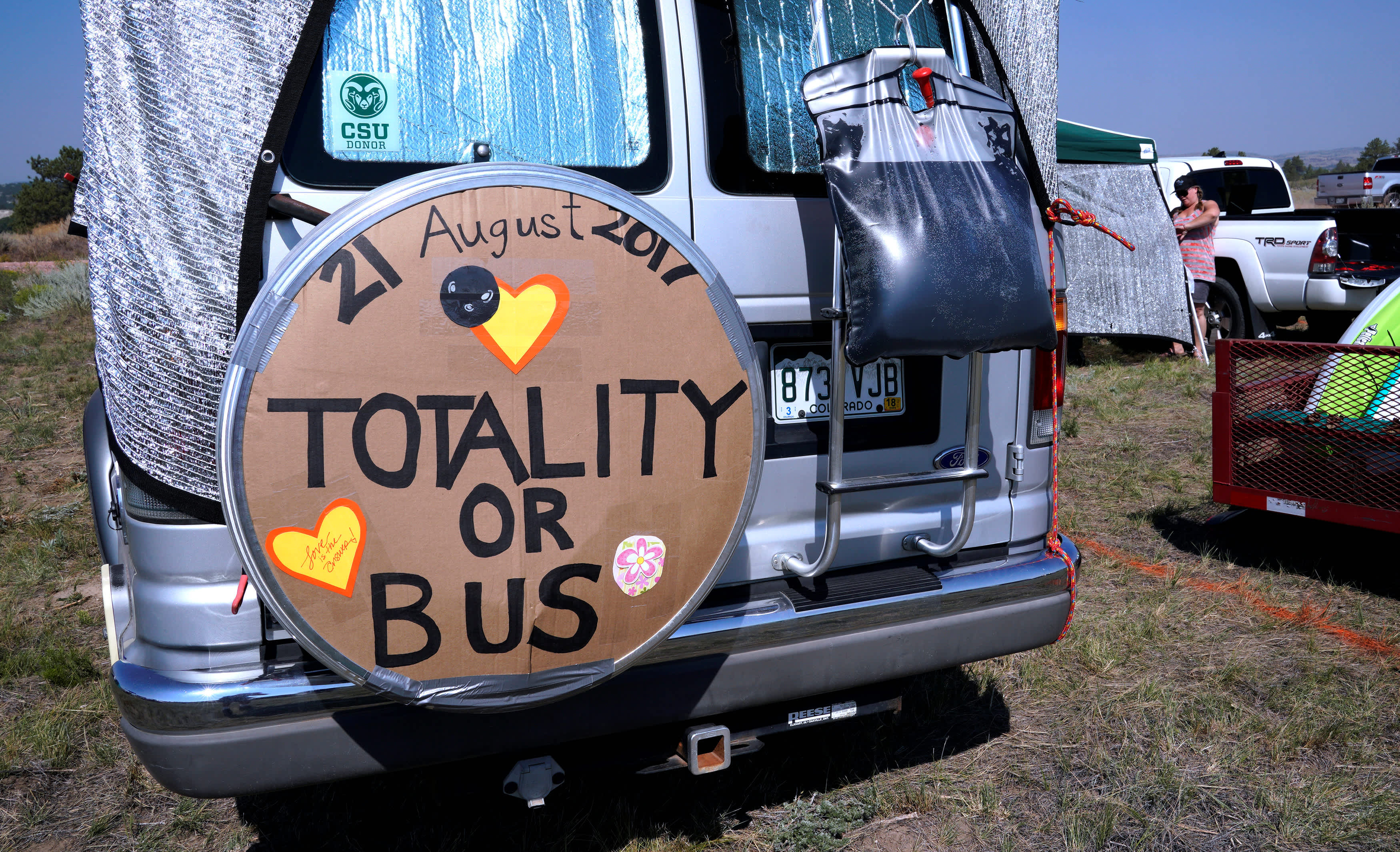 A minibus parked in an eclipse viewing area in Wyoming, US (Rick Wilking / Reuters)