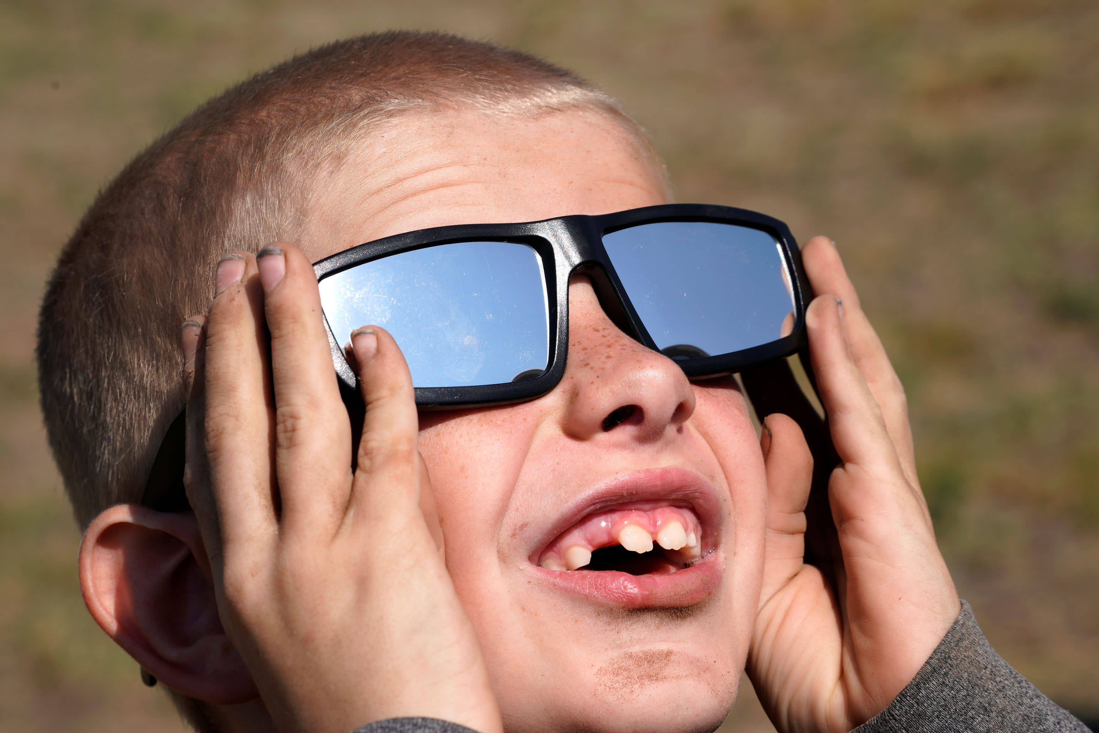 Cooper Jackson tries his new solar glasses in Wyoming, US (Rick Wilking / Reuters)