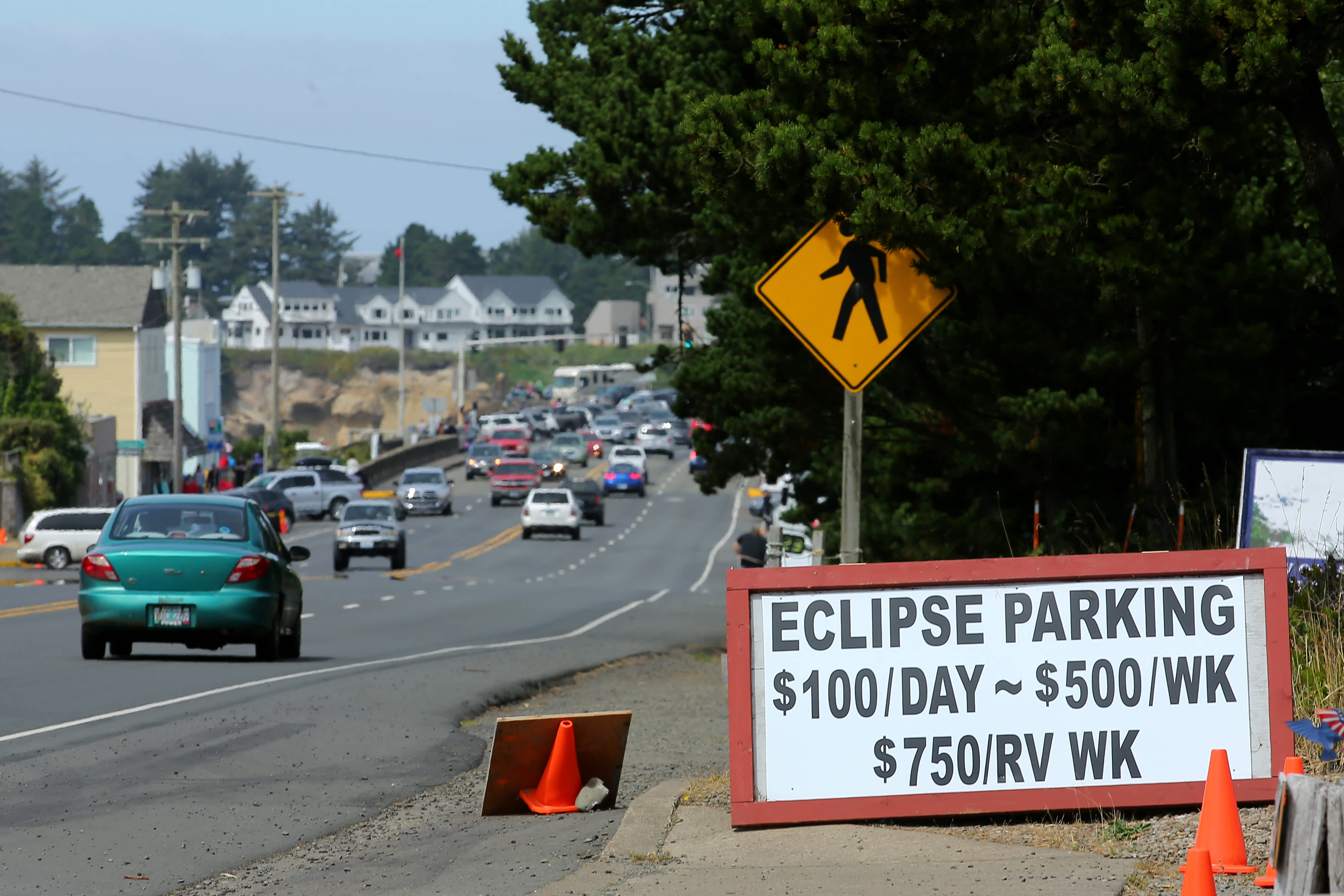The small town of Depoe Bay, Oregon prepares for the solar eclipse (Mike Blake / Reuters)