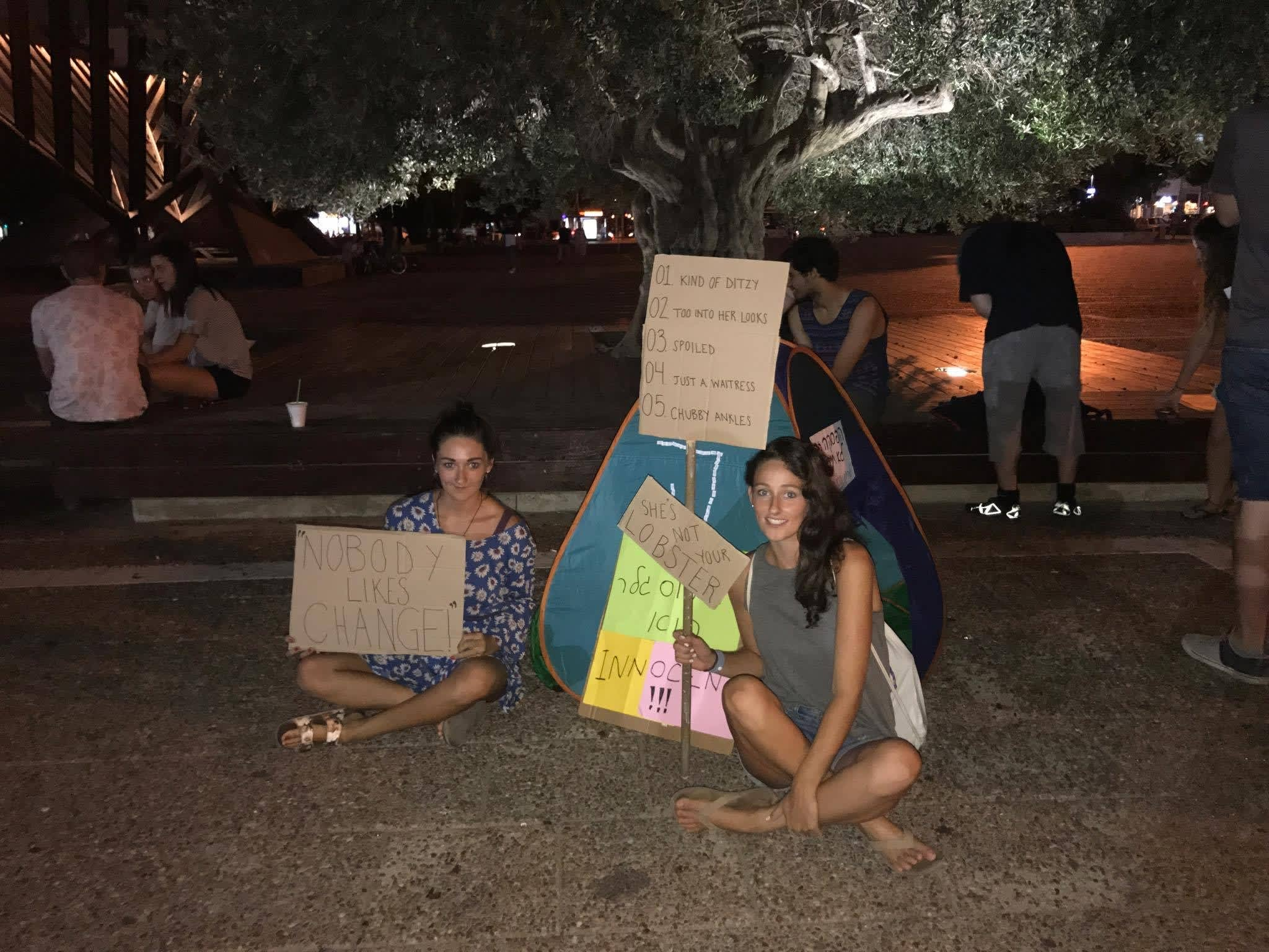 Protesters show support for Ross Geller from Friends in Rabin Square (credit: PAIGE WILSEY)