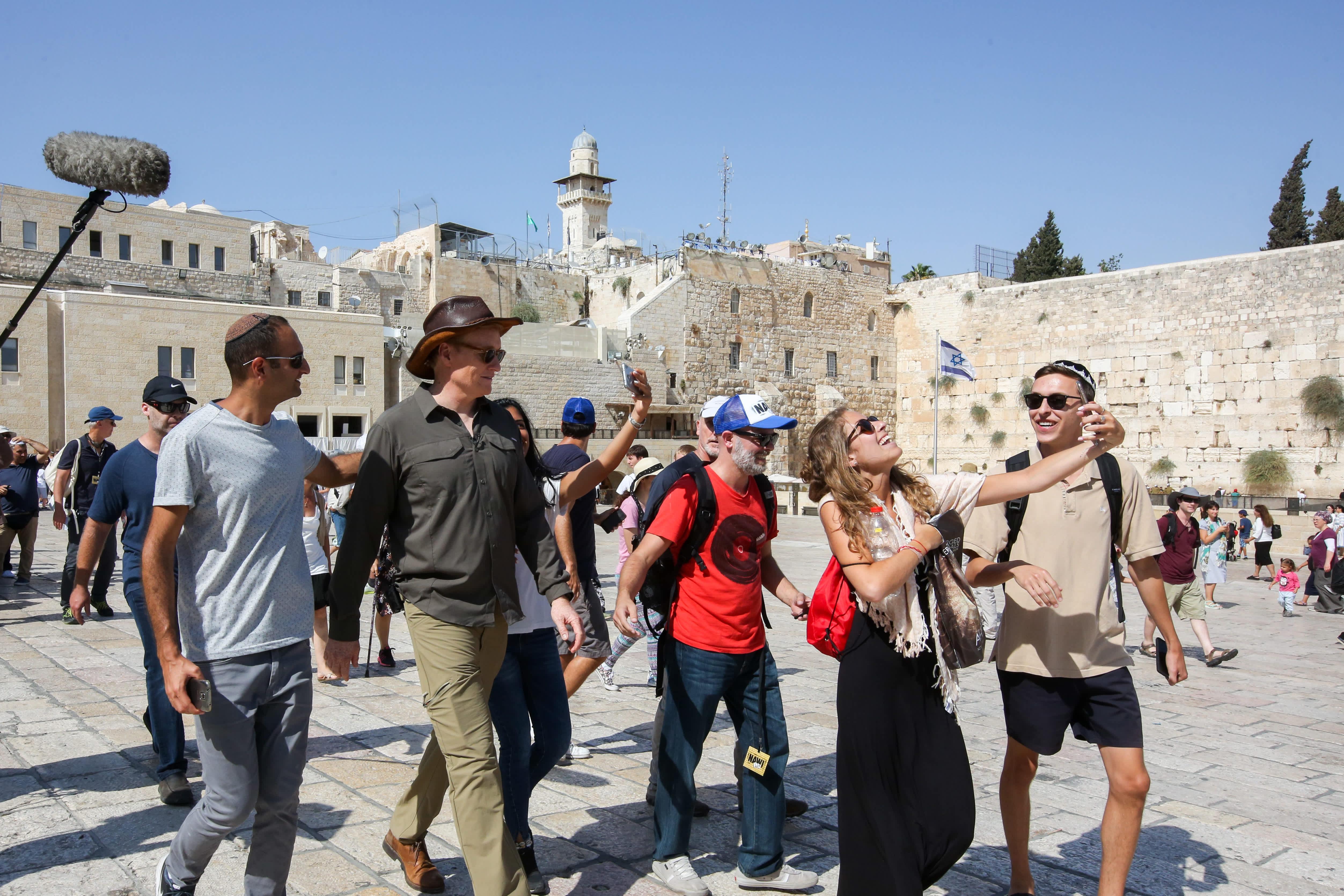 Conan O'Brien visits the Western Wall (MARC ISRAEL SELLEM/THE JERUSALEM POST)