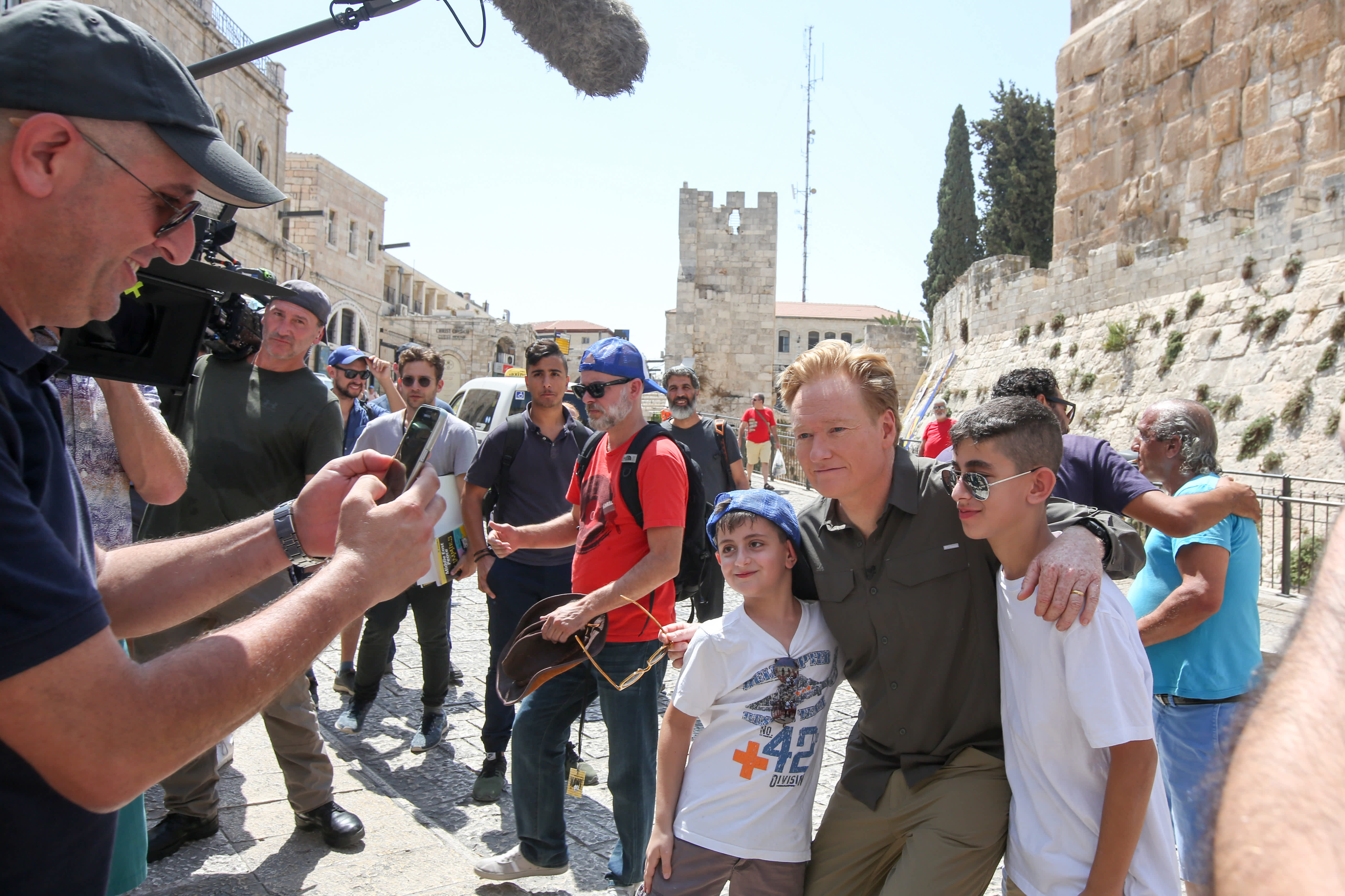 Conan O'Brien poses with young Israelis in Jerusalem (MARC ISRAEL SELLEM/THE JERUSALEM POST)