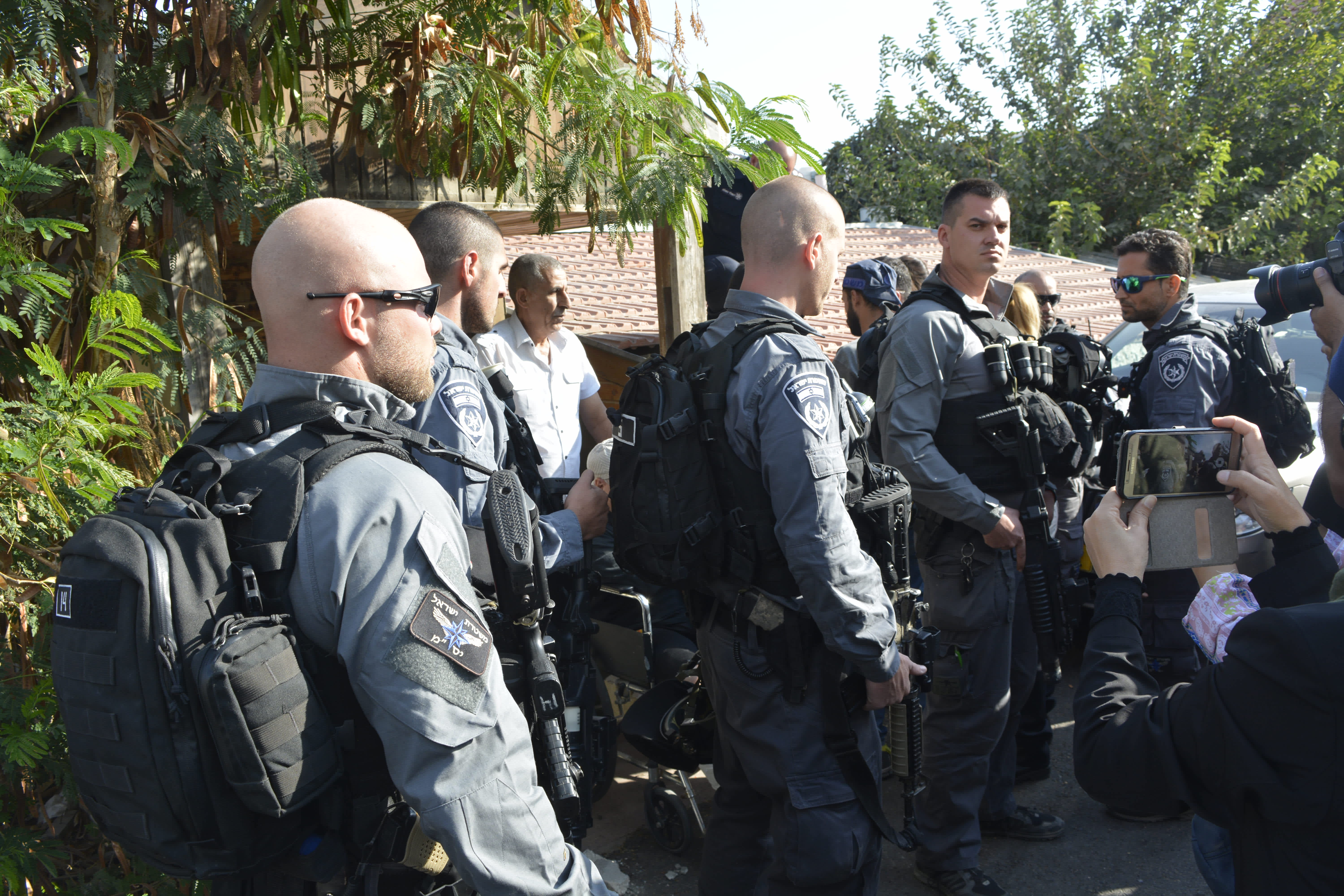Police outside home to be evicted in Sheikh Jarrah, September 5, 2017.
