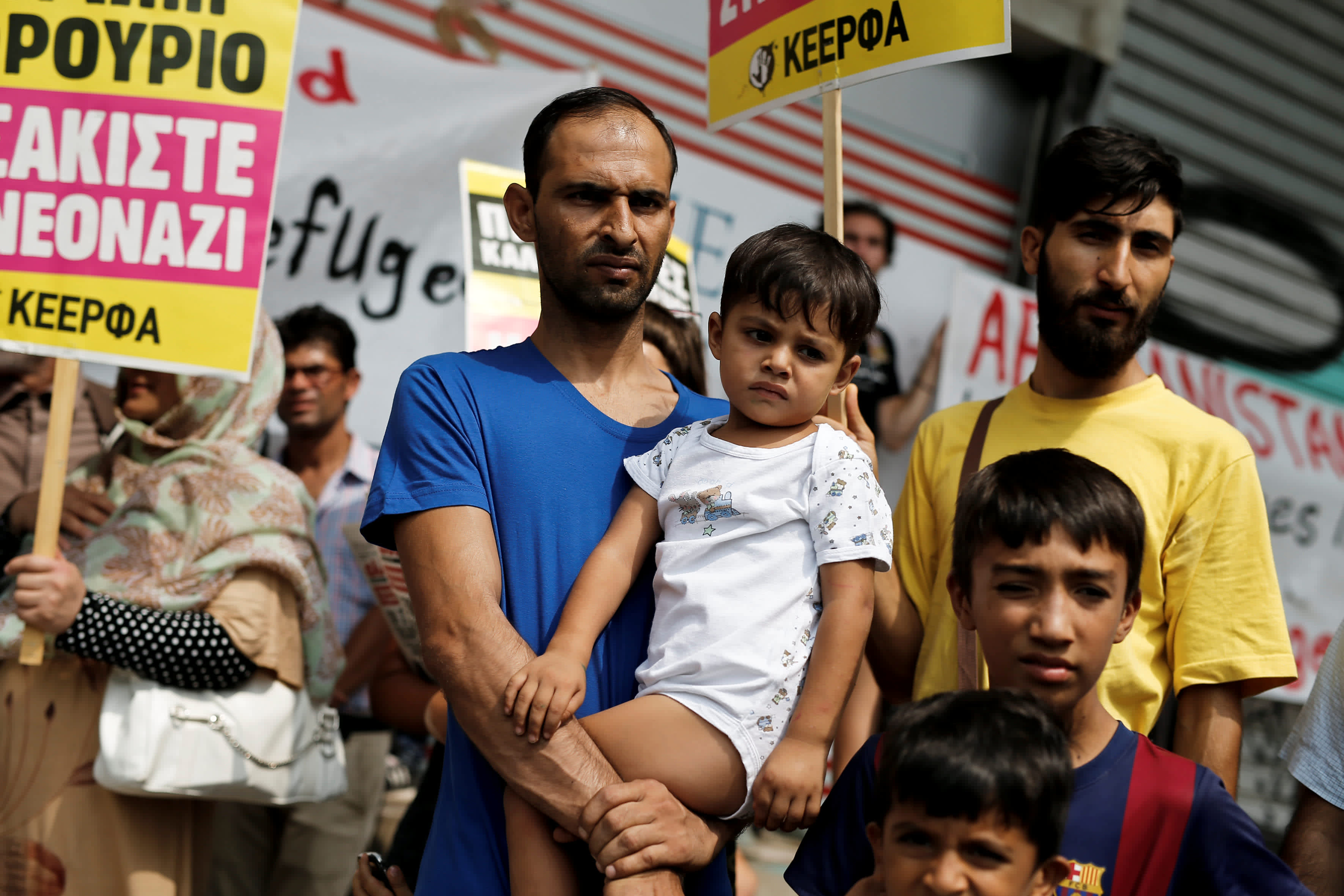 Afghan migrants living in Greece take part in a protest demanding rights as refugees fleeing war, outside the Migration Ministry in Athens, Greece August 22, 2017 (REUTERS/ALKIS KONSTANTINIDIS)
