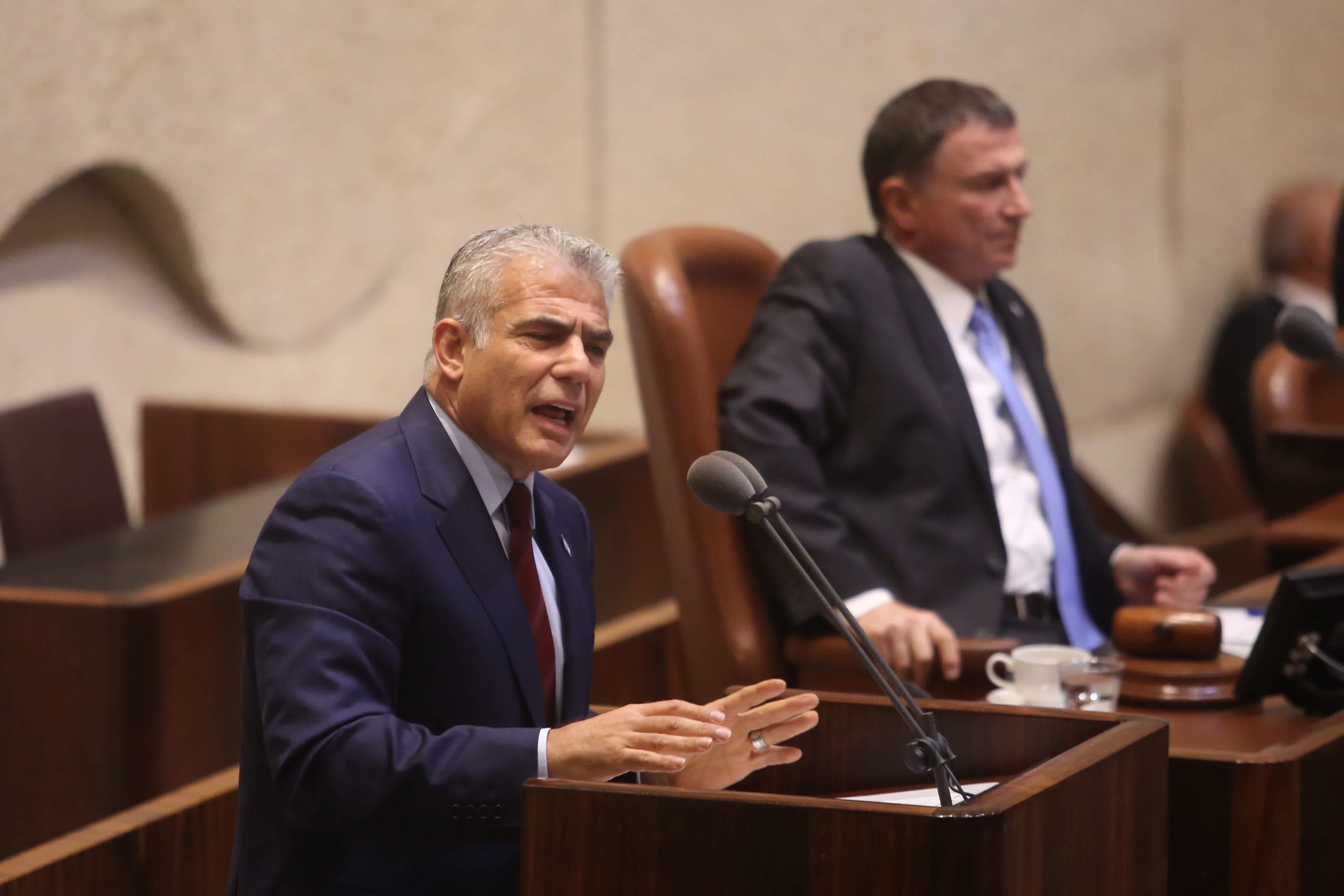 Yesh Atid leader Yair Lapid at the Knesset plenum discussing goverment allowances for the handicap, September 18, 2017. (Marc Israel Sellem/The Jerusalem Post)