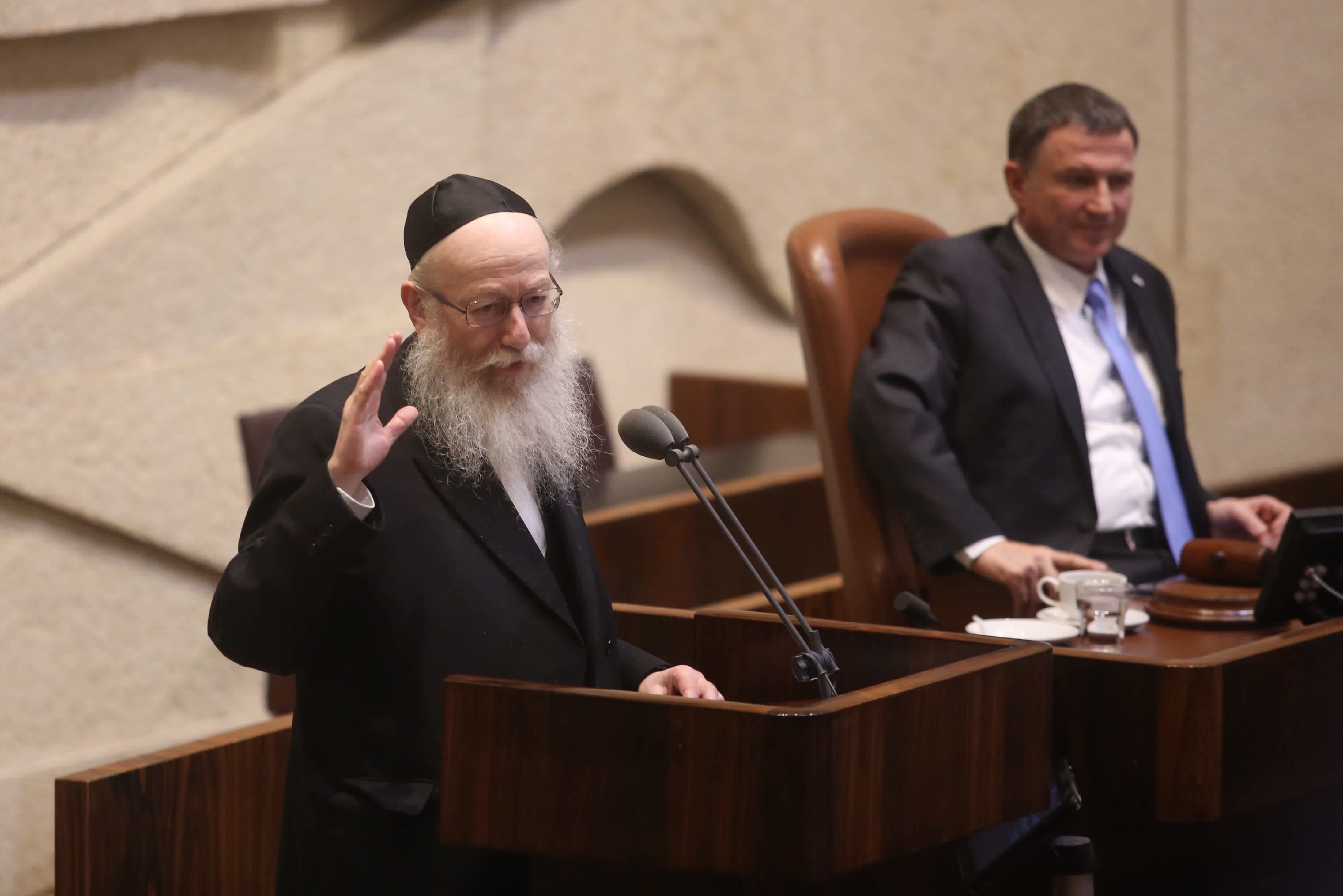 Health Minister Ya'acov Litzman at the Knesset plenum discussing goverment allowances for the handicap, September 18, 2017. (Marc Israel Sellem/The Jerusalem Post)