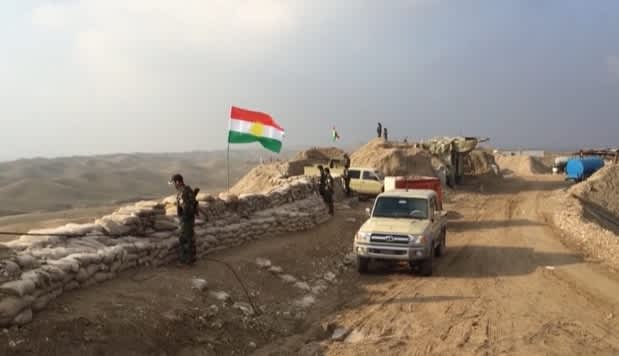 Kurdish Peshmerga overlooking the road to Hawija in 2015.