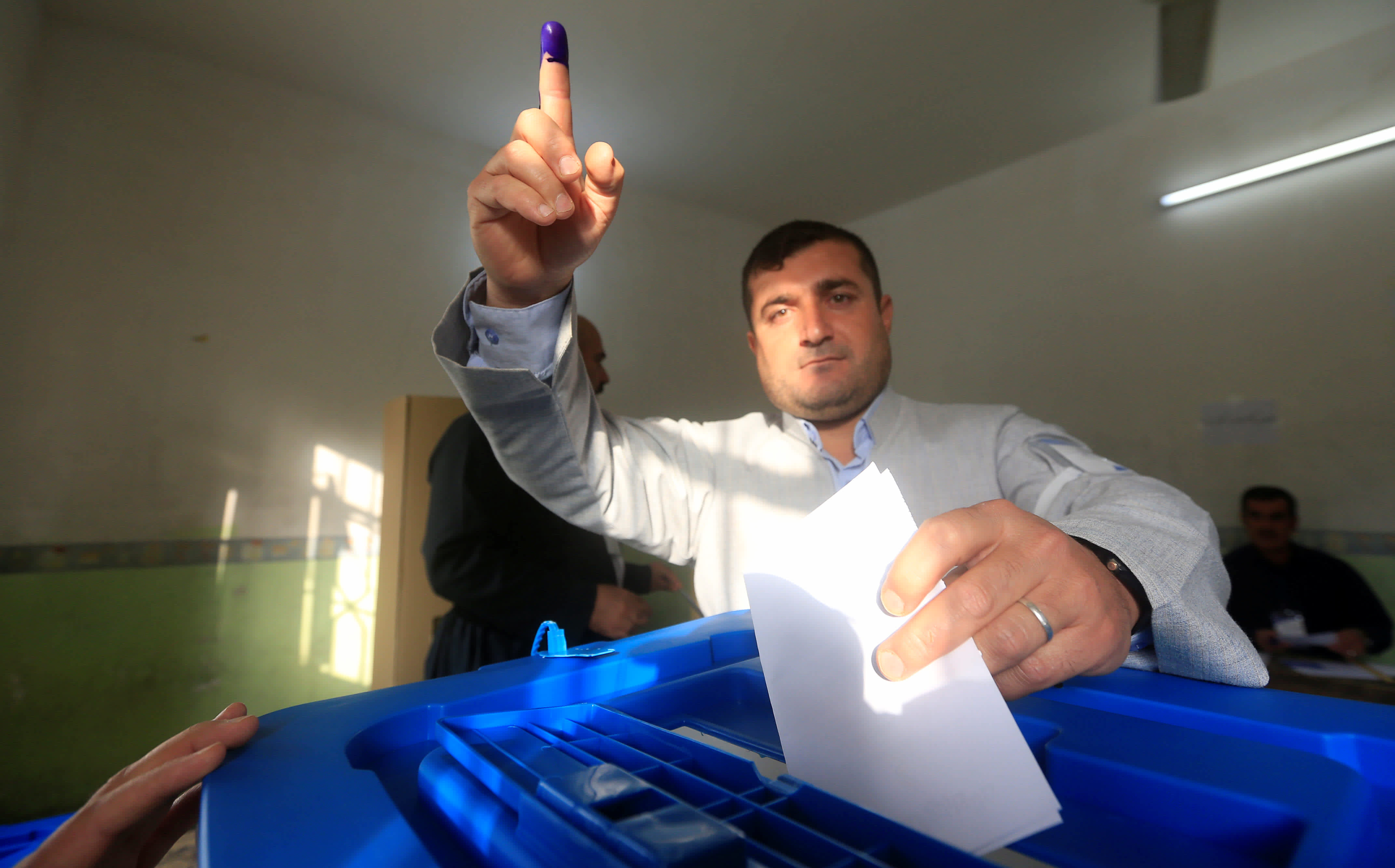 A man casts his vote during Kurds independence referendum in Halabja, Iraq September 25, 2017. (Reuters)