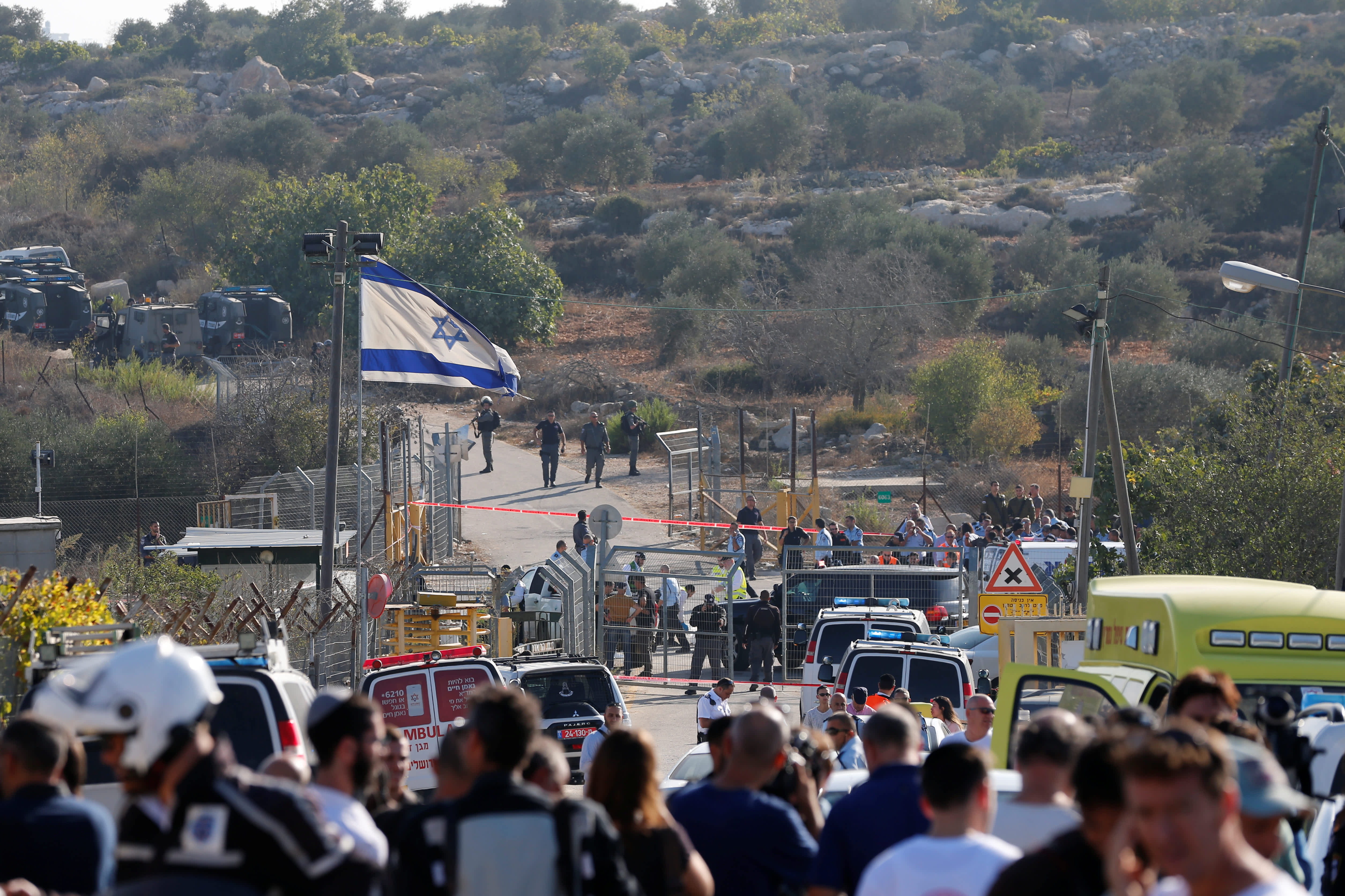 A general view of the scene of the terror attack in Har Adar (AMMAR AWAD / REUTERS)