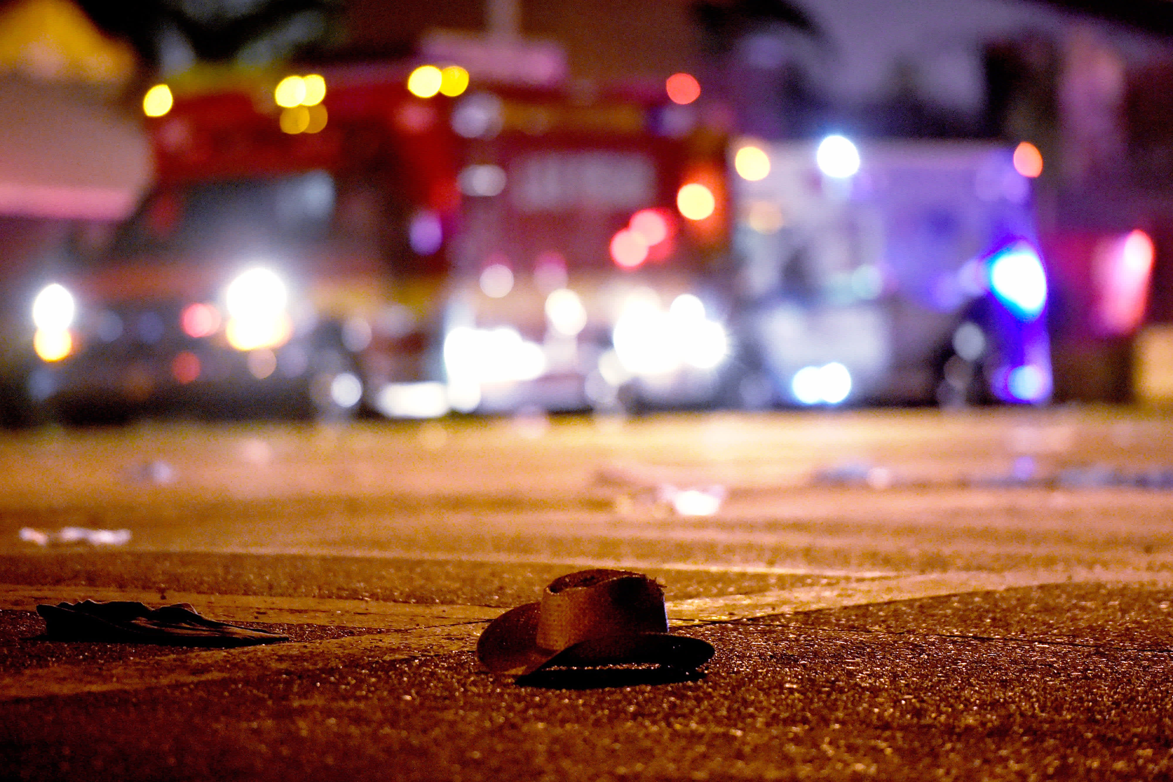 A cowboy hat lays in the street after shots were fired near a country music festival in Las Vegas (DAVID BECKER / GETTY IMAGES / AFP)