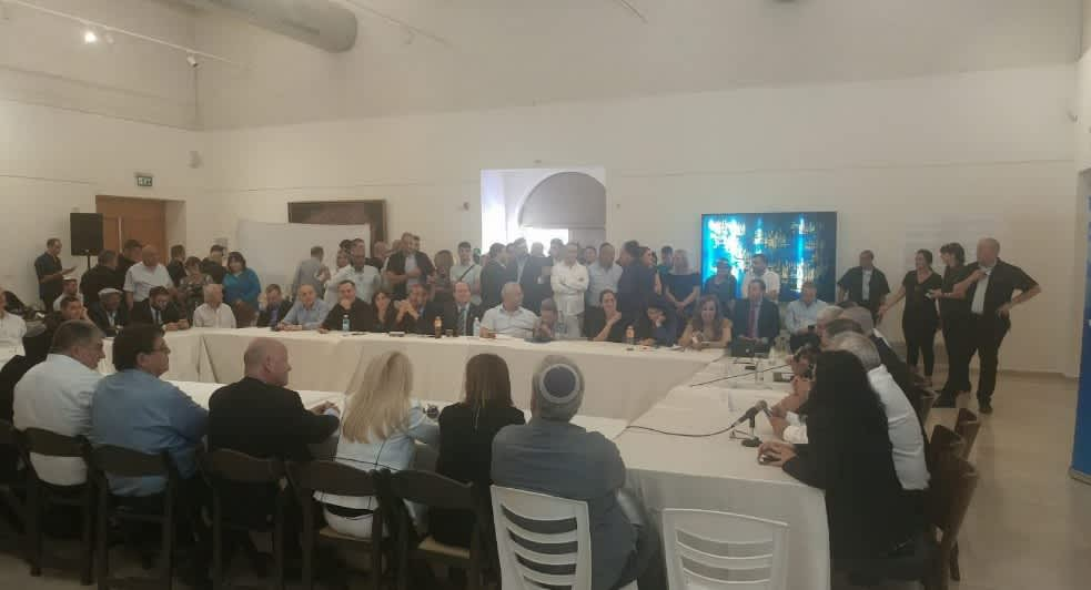 Likud party members hold a faction meeting in the West Bank settlement of Ma'aleh Adumim (ARIK BENDER/MAARIV)