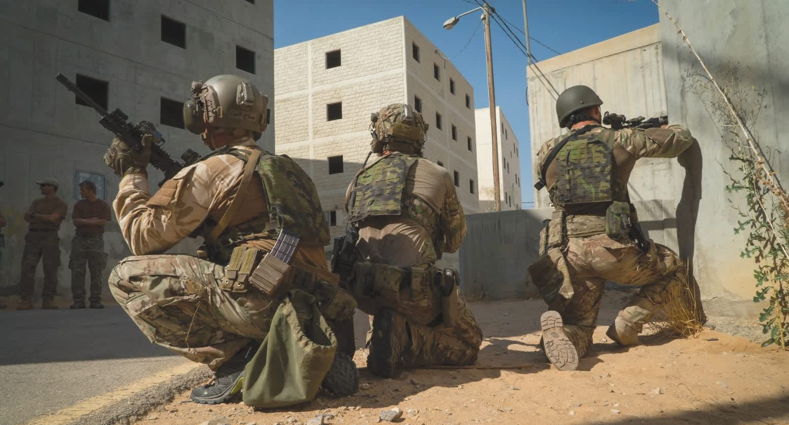 THE IDF'S ELITE Duvdevan unit and the Czech Armed Force's 601st Special Forces Group train together recently in urban-warfare techniques at Tze'elim Army Base in the Negev. (IDF)