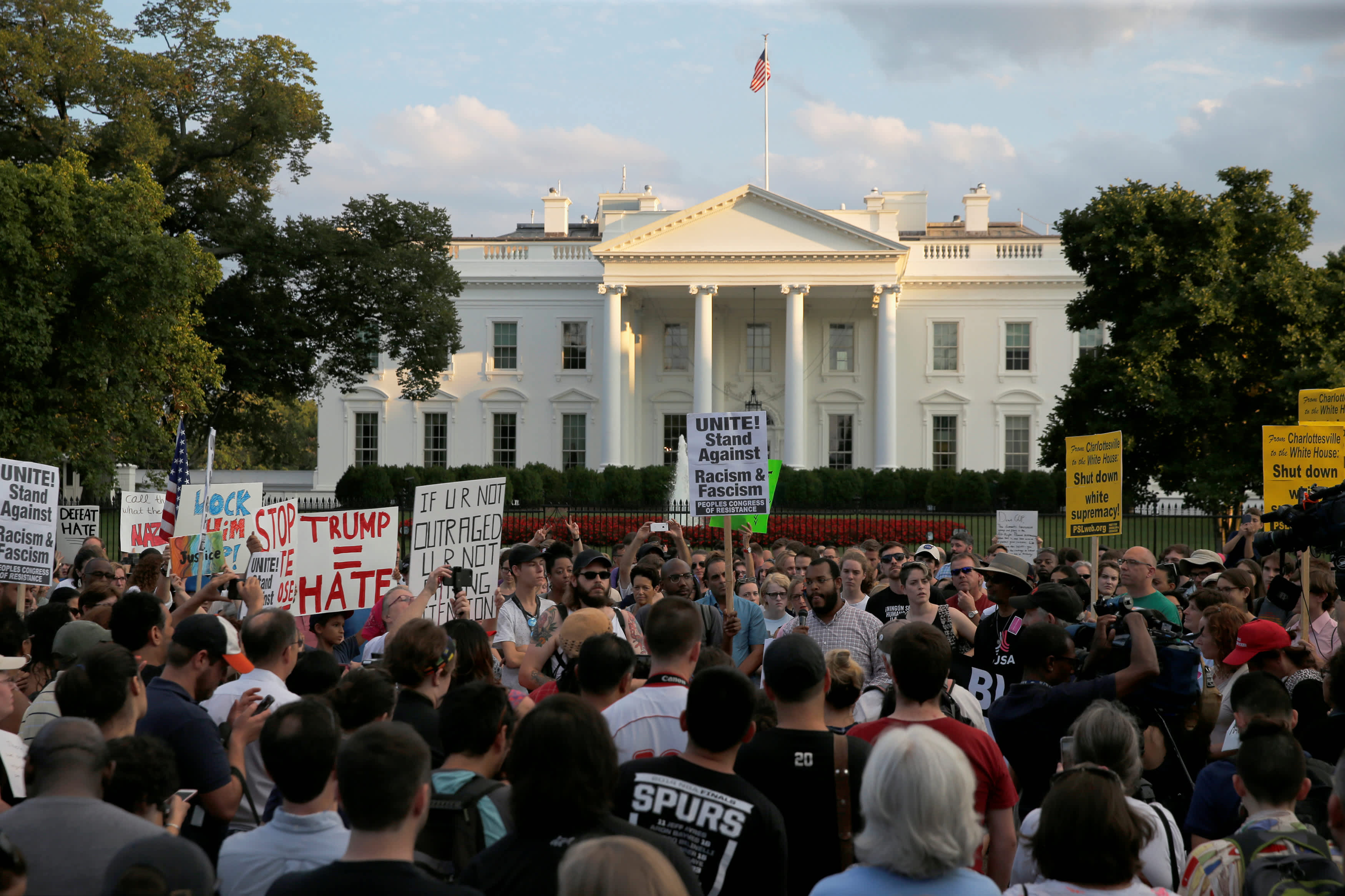 "People gather for a vigil in response to the death of a counter-demonstrator at the ""Unite the Right"" rally in Charlottesville, outside the White House in Washington, US August 13, 2017. (Reuters)"