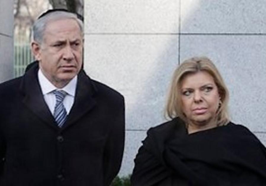 Israeli Prime Minister Benjamin Netanyahu, left, a
