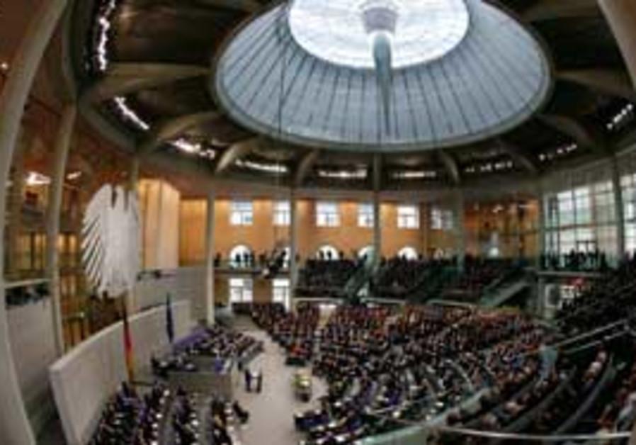 President Shimon Peres addresses the Bundestag on