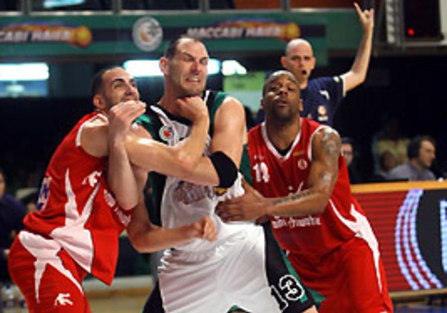 Maccabi Haifa big man Ido Kozikaro (center) battle
