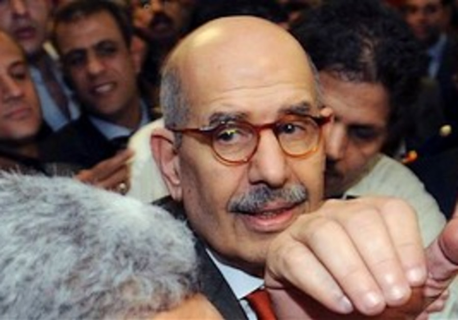 Egyptian supporters surround ElBaradei as he arriv