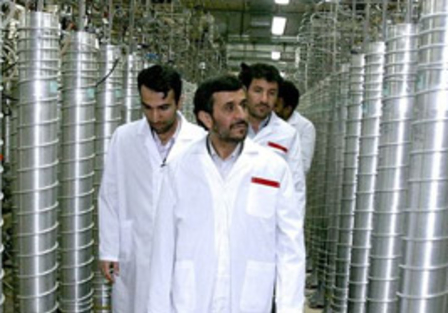 Ahmadinjead inspects an Iranian nuclear power plant