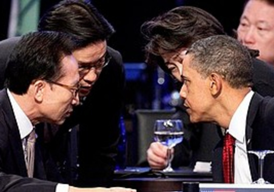 Obama talks with South Korean President Lee Myung-
