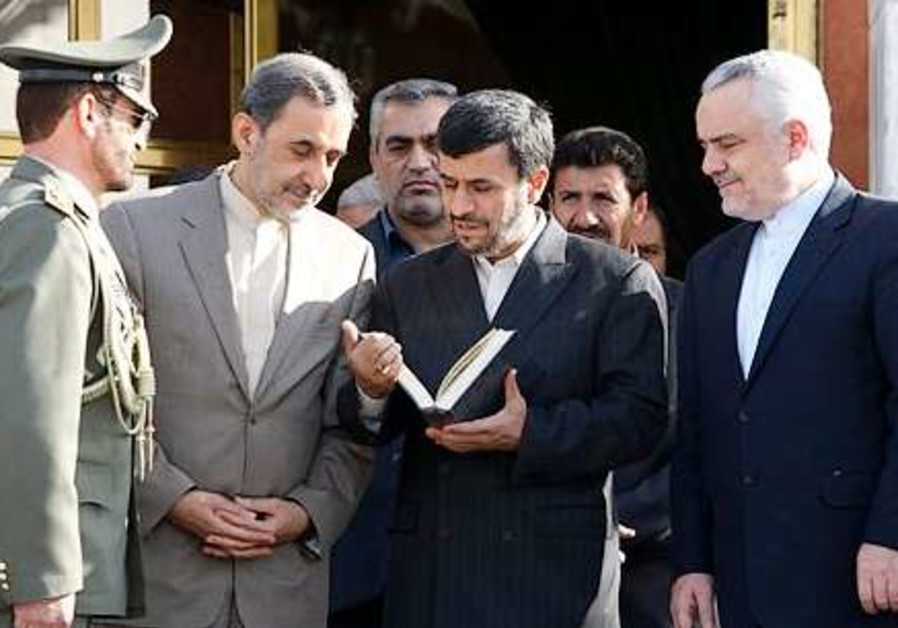 Ahmadinejad reads from the Koran prior to leaving