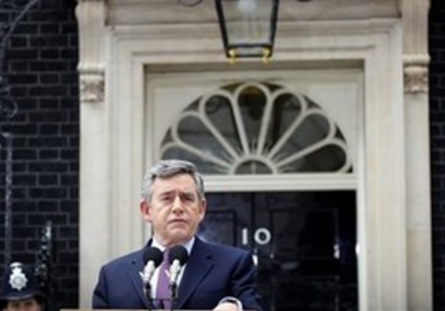 Gordon Brown announces he will step down by Septem