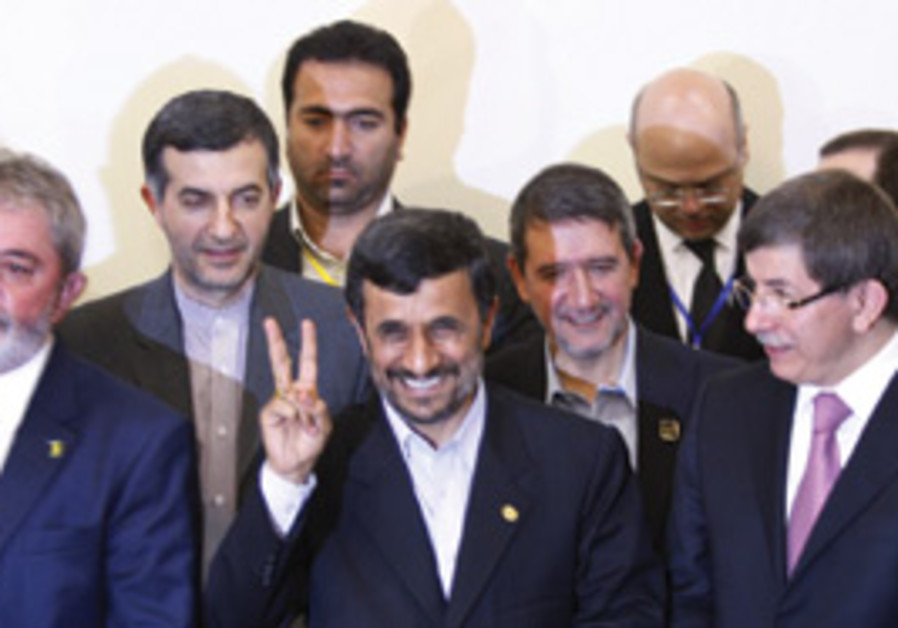 Ahmadinejad peace sign
