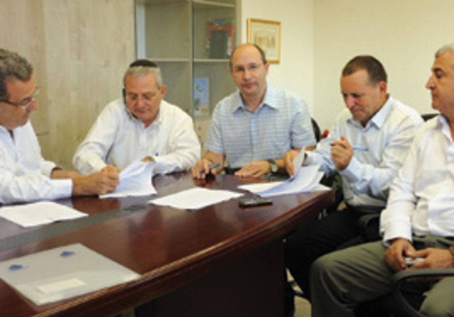 HISTADRUT LABOR FEDERATION and Treasury officials